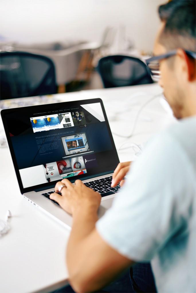 hmdesign2-MacBook-Mockup